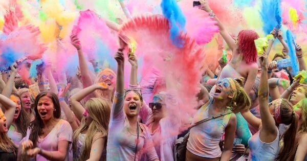 10-festival-unik-di-dunia-yang-bikin-pengen-kesana-liburan-pasti-makin-seru