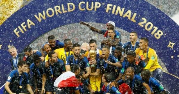 asiknya-streaming-final-piala-dunia-2018-ditemani-cewe-cantik