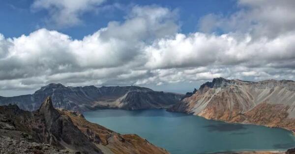 fakta-gunung-paektu-gunung-terindah-di-korea-utara
