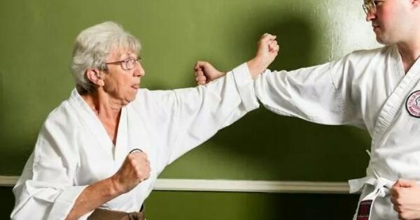 sembuh-dari-kanker-serviks-nenek-75-tahun-ini-raih-juara-karate-goks