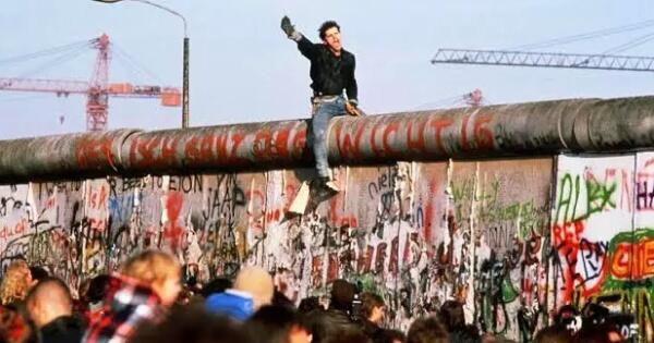 sebuah-kisah-kasih-di-balik-tembok-berlin
