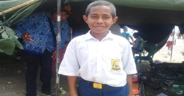 yohanes-andilaga-pelajar-smp-yang-panjat-tiang-bendera-iniindonesiaku