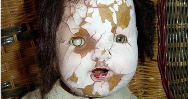 5-boneka-paling-menyeramkan-di-dunia