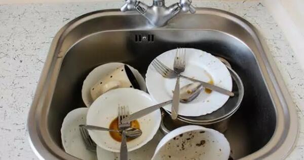tips-mencuci-peralatan-gelas-dan-piring-kotor-tanpa-cairan-pembersih