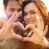 5 Tingkah Lucu Cewek kalau Lagi Jatuh Cinta, Kamu Mengalaminya?