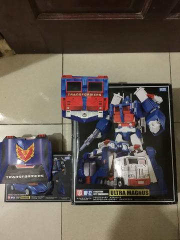 for sale Masterpiece Transformers MP 22(ultra magnus) + coin & MP 25 (Track) + coin
