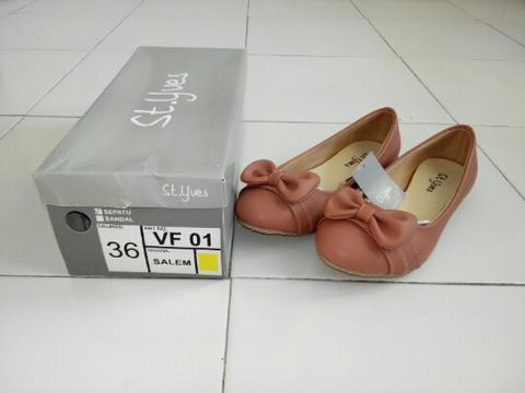 St Yves Flat shoes pink salem