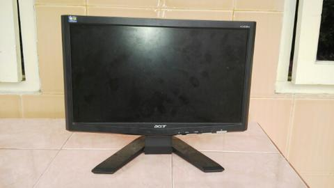 "LCD Monitor 16"" Acer x163w ( malang )"