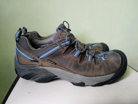 Terjual SEPATU KEEN LOW HIKING SHOES WATERPROOF ORIGINAL  3f8e9f5dd7