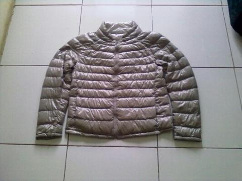 JAKET/JACKET OUTDOOR BULU ANGSA/BULANG ULTRA LIGHT DOWN UNIQLO SILVER ORIGINAL