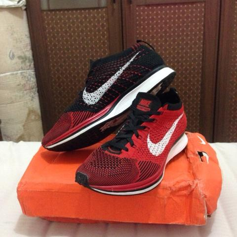 FLYKNIT RACER UNIVERSITY RED