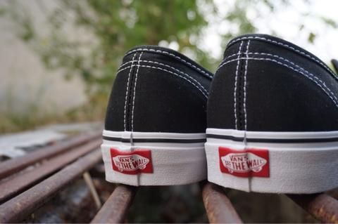 vans authentic black white 42/9