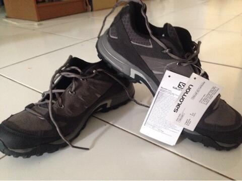 Terjual sepatu salomon eskape peak bandung  4624612092