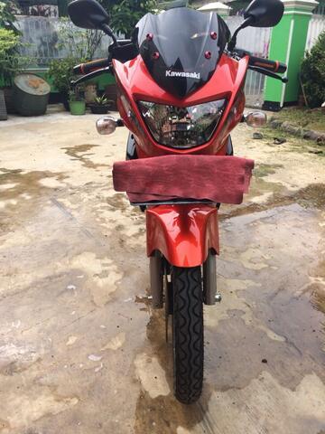 Kawasaki Ninja 150R orange gress