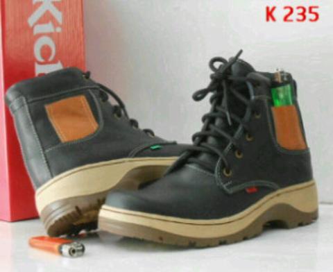 kickers boots K235