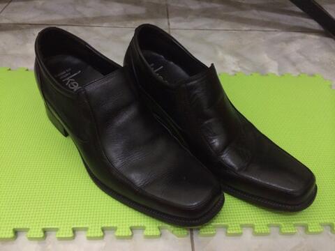 Sepatu Keeves