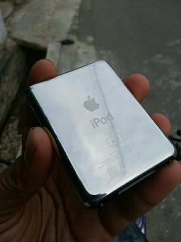 apple ipod nano 3rd gen 8GB wolfson black batangan seadanya.