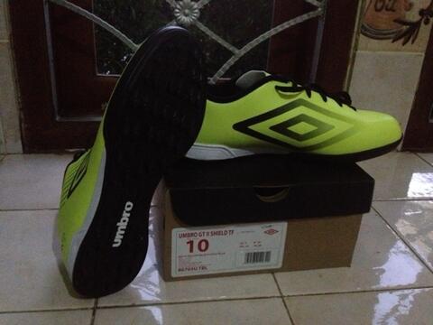 d8990ae5d7 Terjual Sepati futsal Umbro GT II neon yellow bandung cimahi