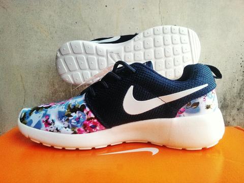 Sepatu Running Wanita Nike Roshe Run Floral Original