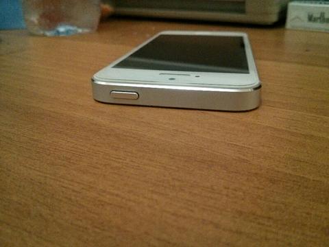 JUAL IPHONE 5 32 GB WHITE, MULUS, GARANSI