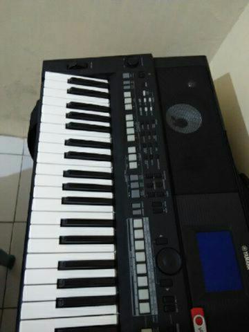Keyboard yamaha psr s650 mulus