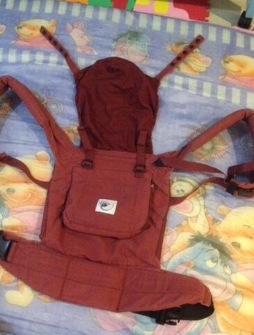 e42bd215755 Terjual jual gendongan ergo baby original second red