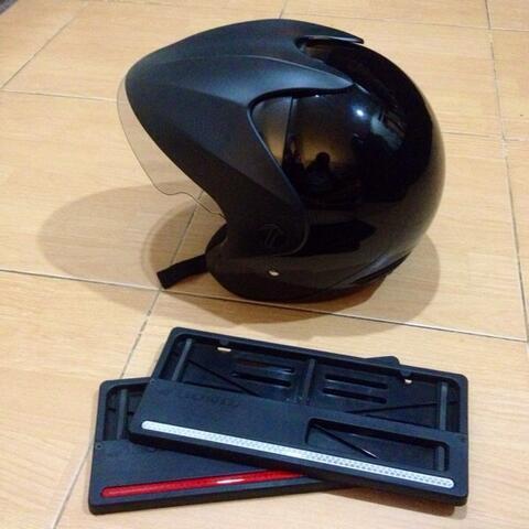 Asesoris AHM helm TRX3+Tatakan nopol