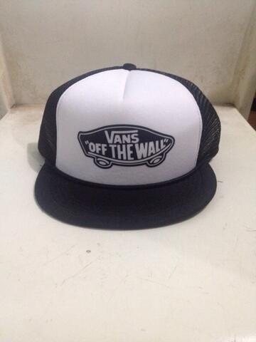 Terjual Topi Jaring Trucker Hat Snapback Vans  af29e4a869