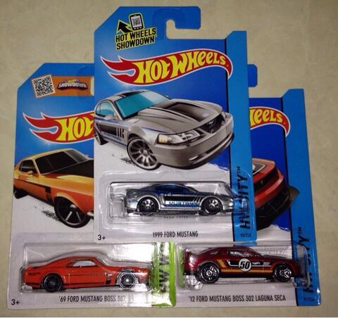 Paketan Hot Wheels Ford MUSTANG