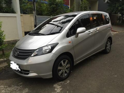Honda Freed 2010 Silver A/T Murah Banget.