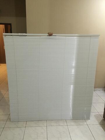 horizontal blind warna putih polos