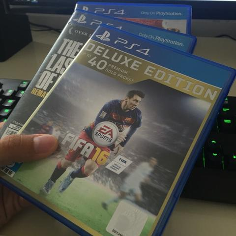 BD PS4 FIFA 16 (Deluxe), God of War 3, Last of Us, Fallout 4, Dragon Quest
