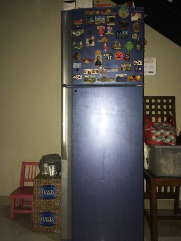 WTS : Kulkas 2 pintu, kondisi 95%, bagus