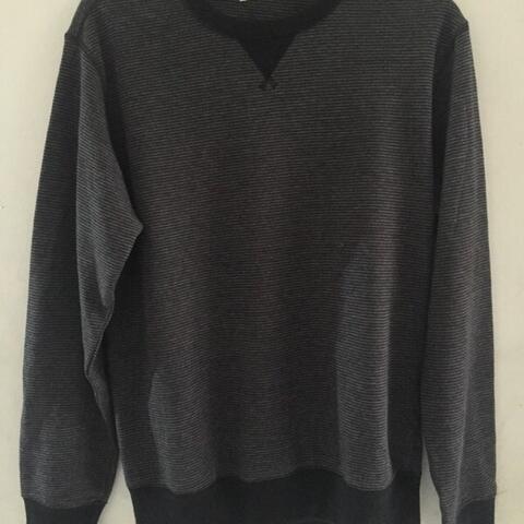 Crewneck Sweatshirt Stripe By Uniqlo Ukuran M (zara topman pull&bear gap bershka )