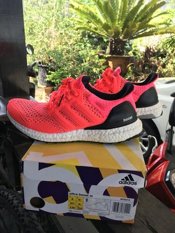 Ultra Boost Women Pink size US 6 / 37 1/3