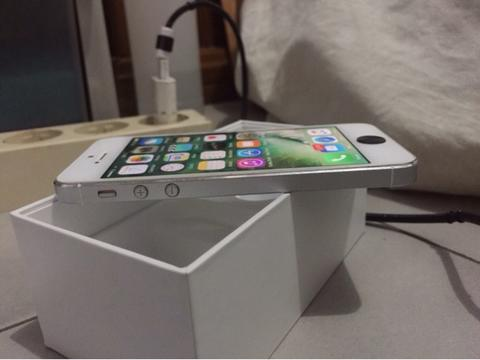Iphone 5 64gb Fullset Mind Condition Ex singapur jual cepat