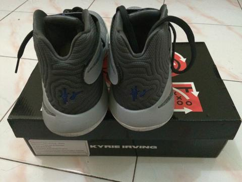 Sepatu Basket Kyrie 2 Irving Cav Wolf Grey