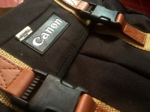 Tas kamera Canon ( bukan nikon, fujifilm, leica )
