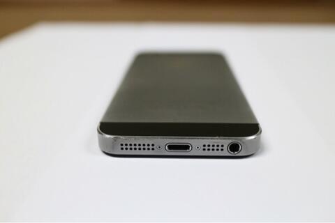 Iphone 5s ( bukan samsung, asus, bisa pokemon, apple)