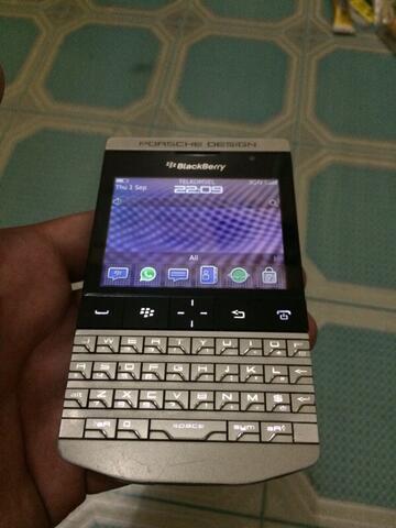 blackberry porsche P9981 silver mulus
