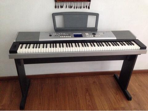 Piano Yamaha Portable Grand DGX-530 Mint Condition