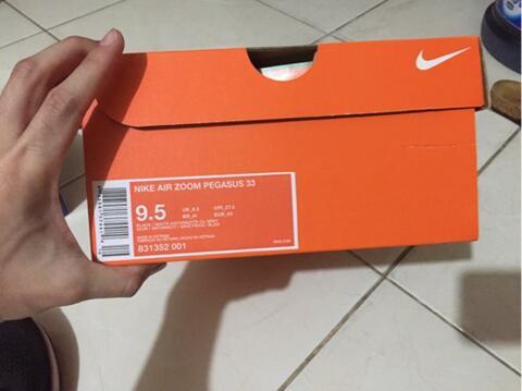 Sell Nike Air Zoom Pegasus 33 Black & White 2nd 100% original Nike