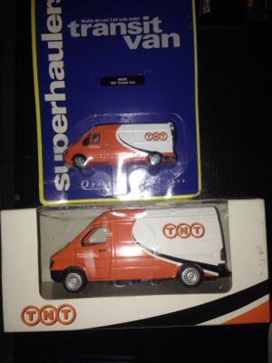 dijual miniatur van TNT
