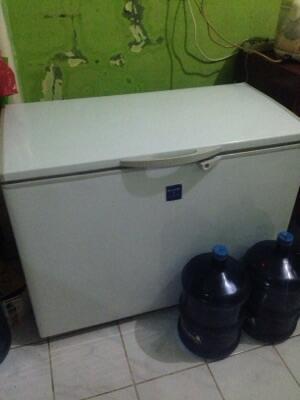 lemari pendingin (freezer) merk sharp FRV 300 MURAH