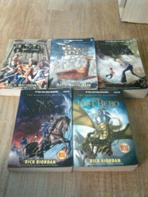 Komik One Piece & Novel Heroes of Olympus