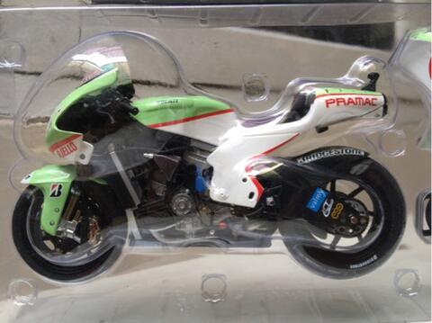 Sepaket Minichamps Motogp 1/12 (Marco Simoncelli & Ducati Loris Capirossi)