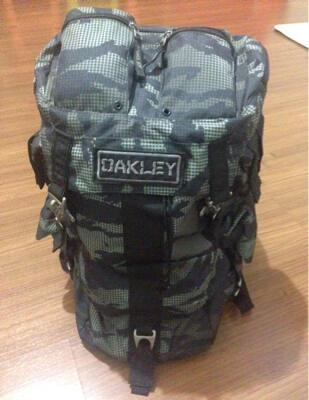 oakley bag model semi carrier like new dan ori