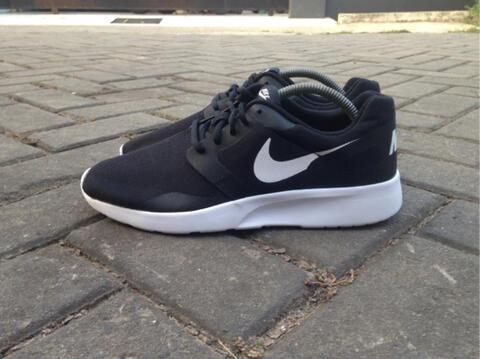 Terjual  100% ORIGINAL  Nike Kaishi Run Black White size 43 ... a302911f2944