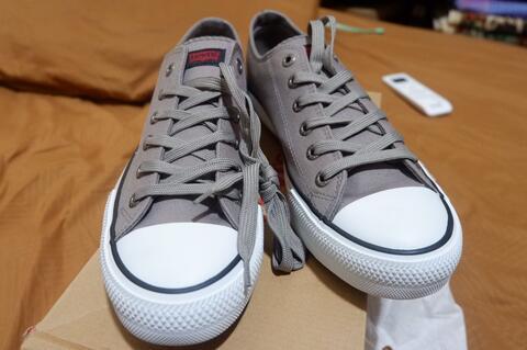 Terjual Sepatu Levi s Sneaker Original Size 43  fd4306c5fe