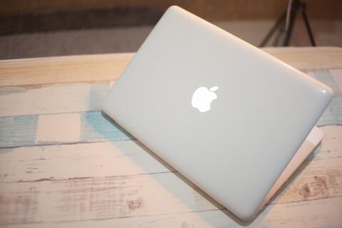 Macbook White Unibody 2010 fullset resmi Indo murah Bandung